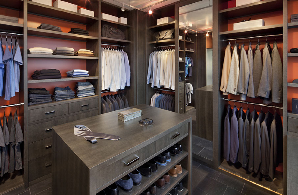 8 awesome walk in closet designs for men por homme for Amazing closets