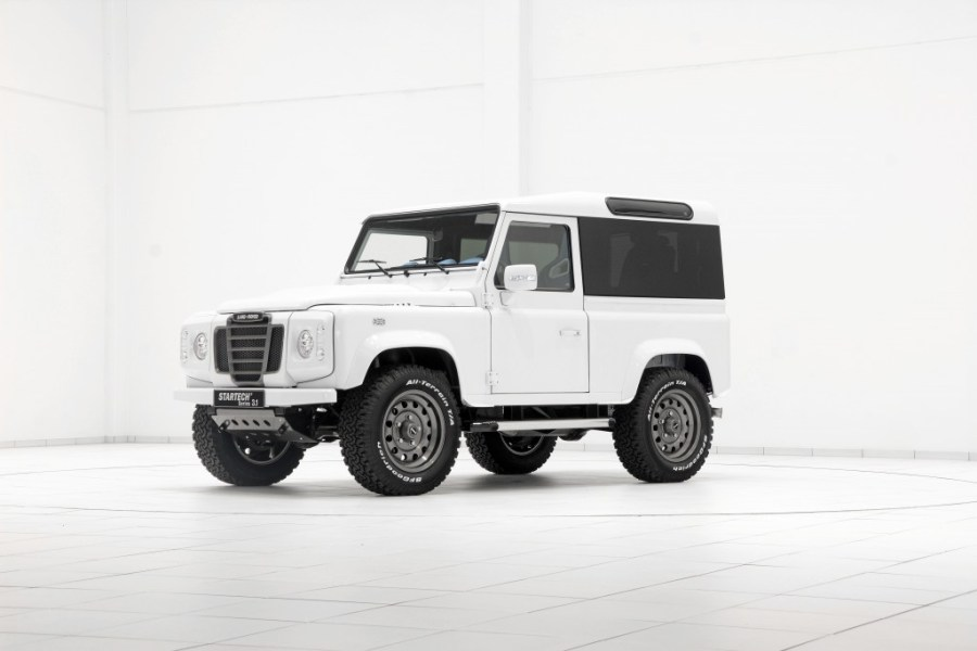 startech-personalizes-the-classic-land-rover-defender-1