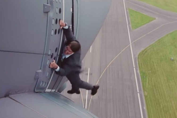 tom-cruise-performs-his-own-stunts-for-mission-impossible-rogue-nation-1