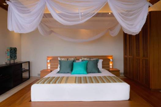 stay-in-this-arte-charpentier-designed-villa-overlooking-the-andaman-sea-13