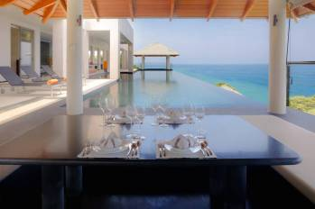 stay-in-this-arte-charpentier-designed-villa-overlooking-the-andaman-sea-4