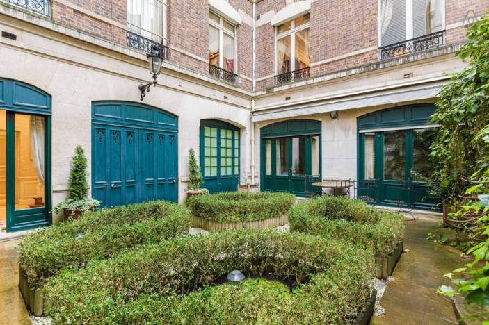 this-villa-in-park-monceau-has-the-perfect-dose-of-parisian-elegance-4