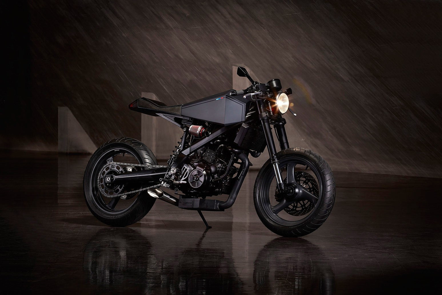 hyde-octavia-bmw-x-challenge-motorcycle-2016-1