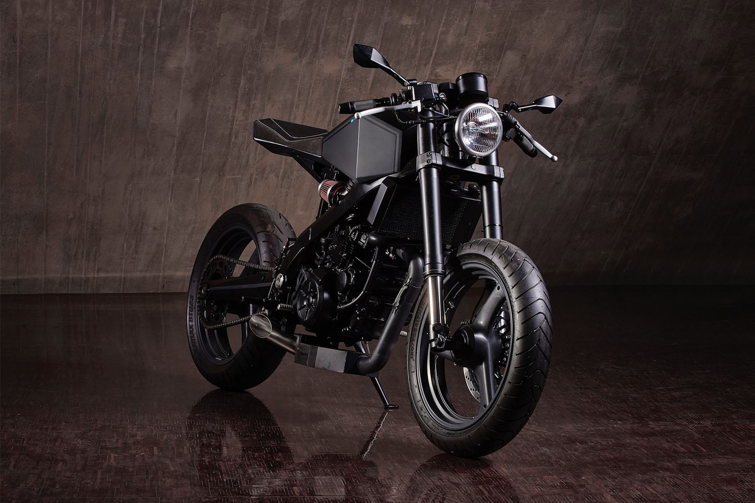hyde-octavia-bmw-x-challenge-motorcycle-2016-2
