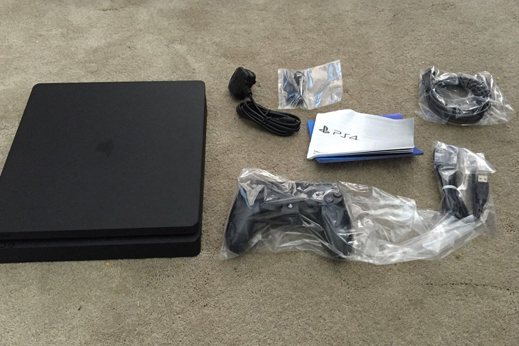 playstation-4-slim-leaked-photos-3