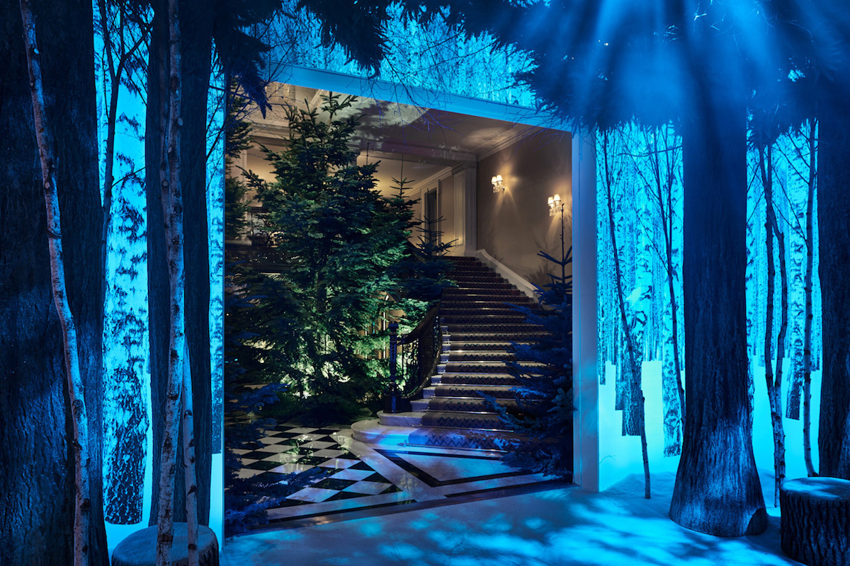 apple-jony-ive-marc-newson-christmas-installation-claridges-3