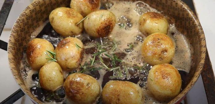 fritando batata sauté