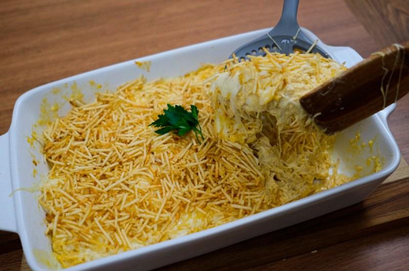 Fricassê de frango com muito queijo derretido!