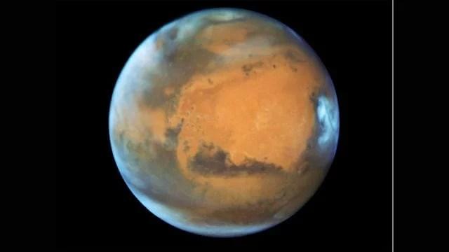 Agua en Marte puede estar atrapada en corteza