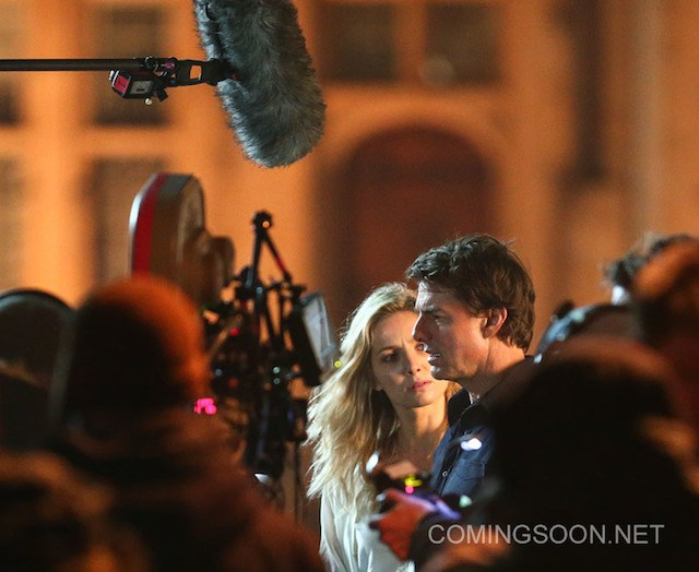 """Tom Cruise and Annabelle Wallis film a scene for the movie """"The Mummy' in Oxford Featuring: Tom Cruise, Annabelle Wallis Where: Oxford, United Kingdom When: 06 Apr 2016 Credit: WENN.com"""