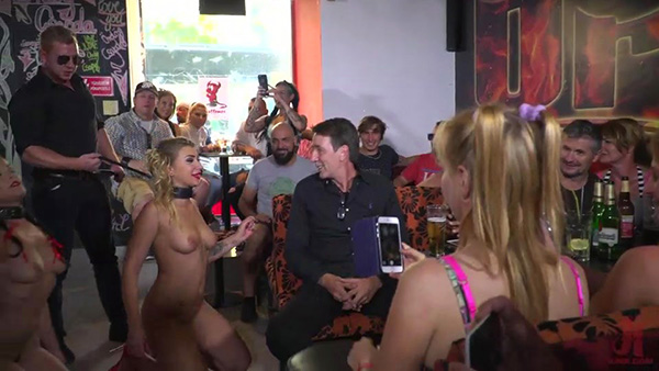[PublicDisgrace – Kink] Dolly Diore, Vyvan Hill, Cherry Kiss – 19yo Vyvan Hill and Dolly Diore Stripped Naked in Public and Fucked in Bar [540p]