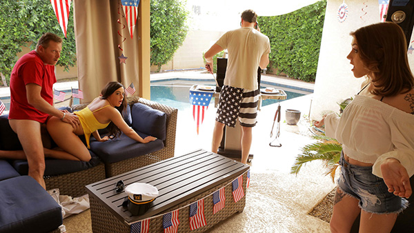 [MyFamilyPies] Rosalyn Sphinx, Whitney Wright – Fourth Of July Family Fuck [720p HEVC x265] (Incest Roleplay)
