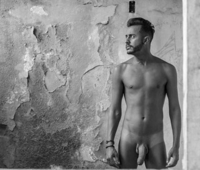 Haroldo Gets Naked