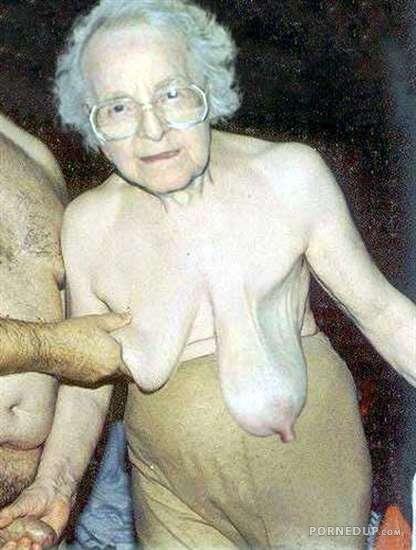Old granny nackt
