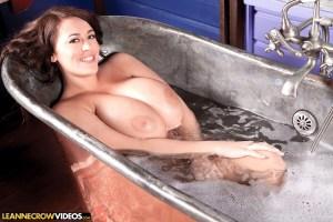 Leanne Crow   Tits N Tub