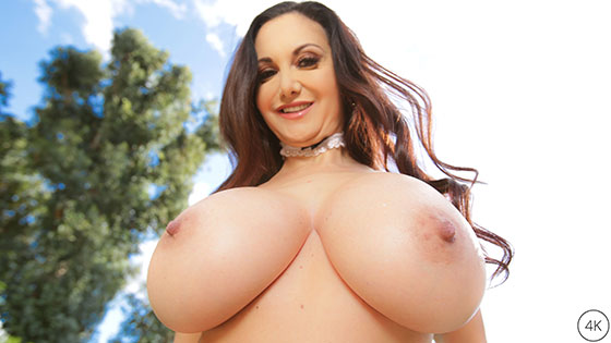 Ava Addams (Ho Ho Ho Santa Brought Me Big Titties For Christmas / 12.25.2017)