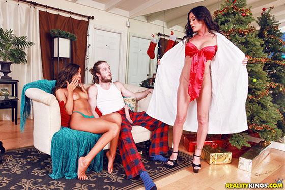 Naomi Woods, Starri Knight (Christmas Surprise / 12.25.2017)
