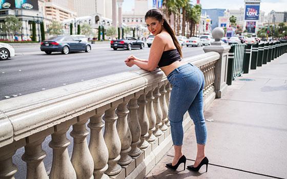 Apple bottom big booty beauty