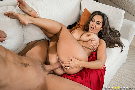 Getting Her Beauty Peep with Ava Addams