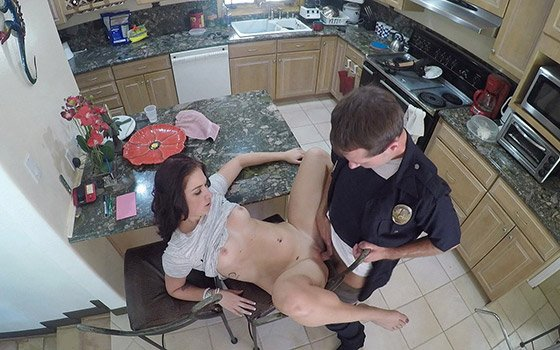 Fucks The Cop That Responds To Her 911call! with Naomi Mae