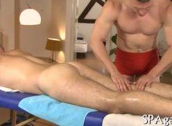 Sexo no lugar de massagem.