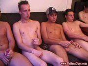 Jovens gays na punheta.