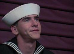 Marinheiro ganhando boquete.
