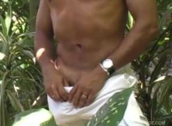 Sexo Gay Amador no meio do mato.