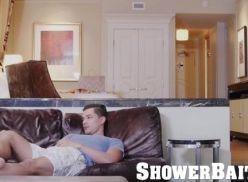 Coroa gostoso foi mamando no banho.