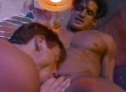 Gays bombados sarrando.