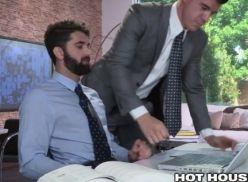 Novato gay deu pro seu chefe