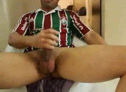 Carioca gostoso batendo punheta na webcam