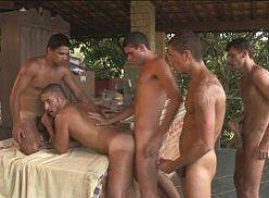Suruba gay com viado dando pra 4 machos