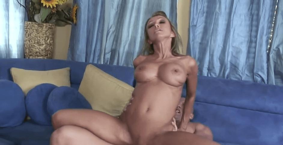 video relacionado Milf rubia le encanta follar mucho