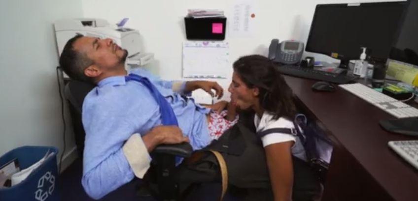 video relacionado Colegiala morena seduce al profesor