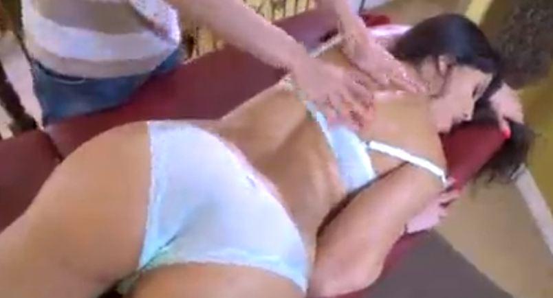 Mujer adinerada follada por el masajista