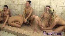 Orgia de lesbianas excitadas masturbandose los coños
