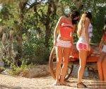 Tri brunet slečny si užijú v prírode s jedným mužom