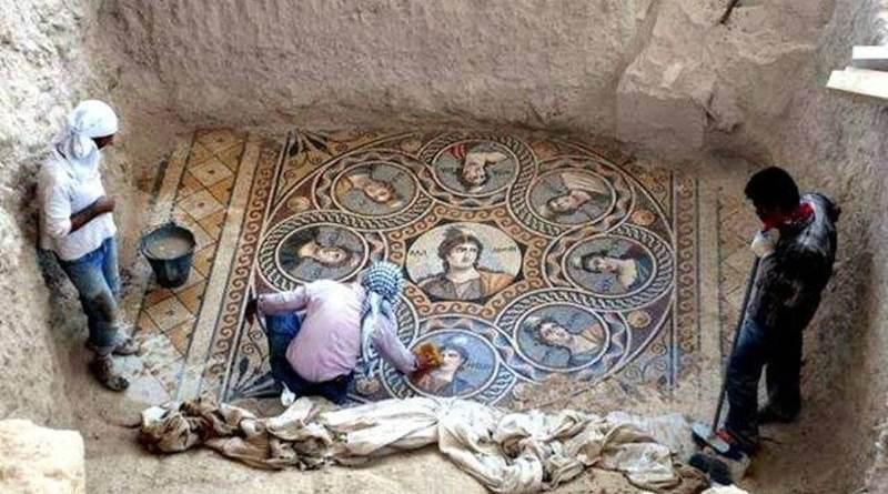, Arqueólogos descubren mosaicos de 2.200 años de antigüedad en una antigua ciudad griega