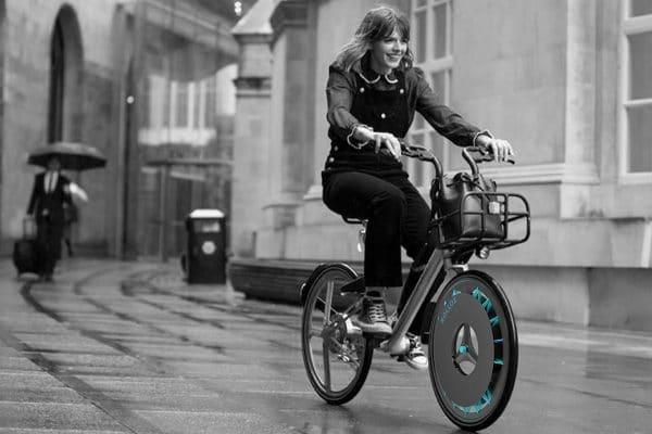 Bicicletas ecológicas con ruedas especiales purifican el aire mientras pedaleas