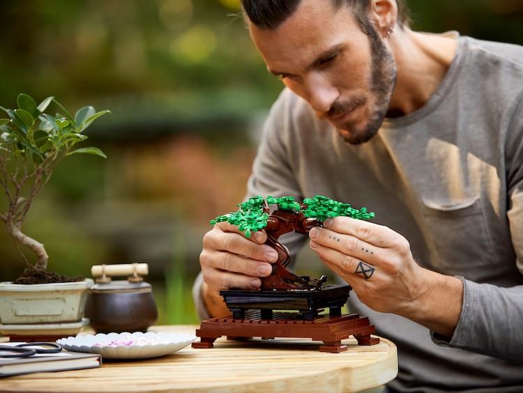 Lego presentó un set sustentable para armar bonsais y ramos de flores