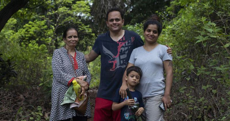 , ¡Familia plantó 6000 árboles Convirtiendo tierra árida en un jardín de mariposas!