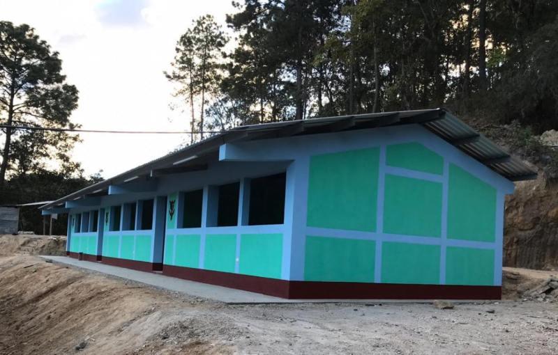 , En Guatemala más de 100 escuelas se construyeron con basura no reciclable