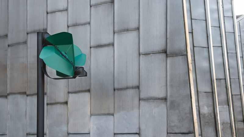, Joven creó un farol autosuficiente que funciona con la energía del viento