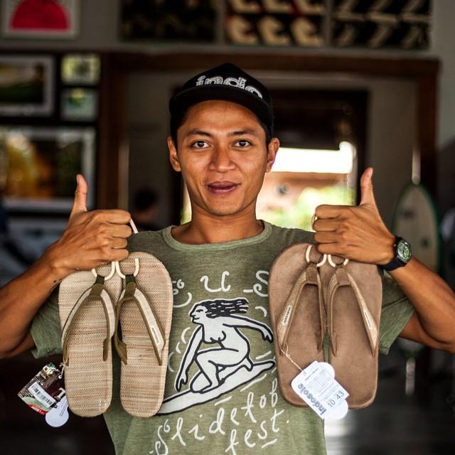 , Emprendedor creó una fabrica de sandalias elaboradas con neumáticos desechados