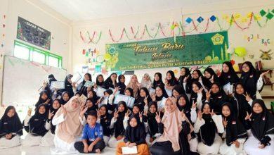 Photo of Peringati 1 Muharram, Ketua Osis SMP Tahfizh Putri Aisyiyah Santuni Anak Yatim