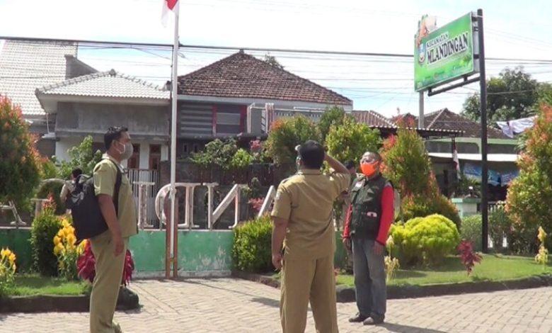 Photo of Tak Pakai Masker, Salah Satu Perangkat Desa Di Kecamatan Mlandingan Terjaring Razia