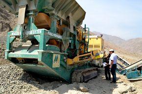 La Sunat incautó maquinaria pesada que era utilziada por los mineros ilegales en Madre de Dios.