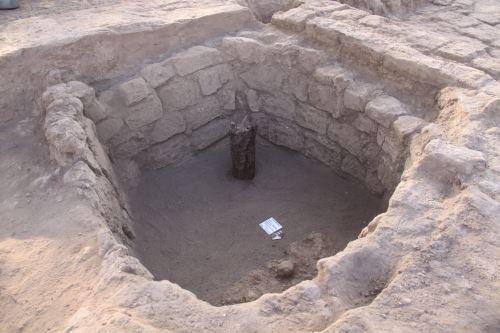 Cista o enterramiento de estilo Wari hallado en la huaca Santa Rosa, en el distrito de Pucalá.