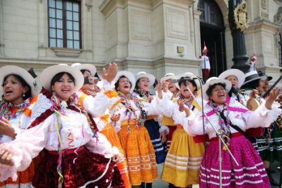 El Carnaval Apurimeño es una fiesta de integridad de todas las sangres, afirmó el gobernador Baltazar Lantarón.